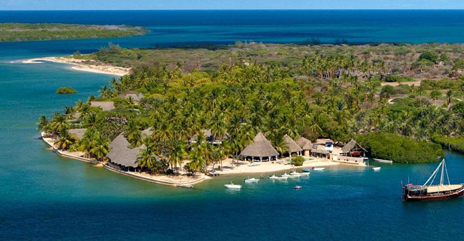 Manda Bay Lodge honeymoon suite