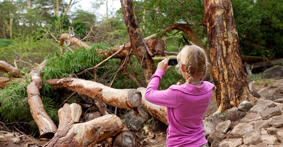 Safari Kinder Kenya Urlaub beobachten Feldstecher